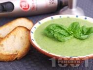 Лесна лрем супа от броколи с босилек и сирене моцарела